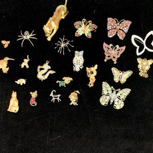 Brooches Lot of 22